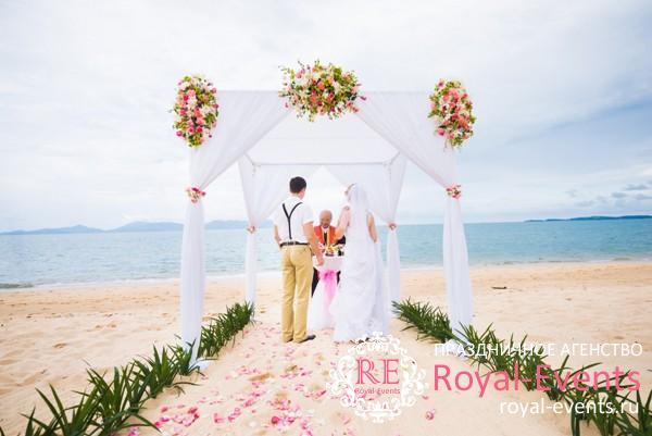 оформление свадьбы на море